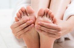 Hausmittel gegen geschwollene Beine und Füße